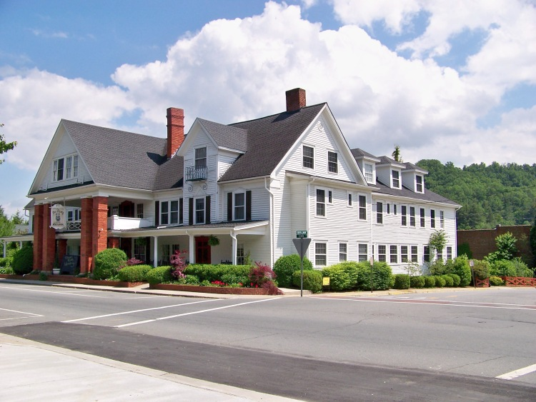 The Nu-Wray Inn in Burnsville, NC inspired the Laurel Cove Inn in the novel, Someplace Familiar by Teresa Tysinger